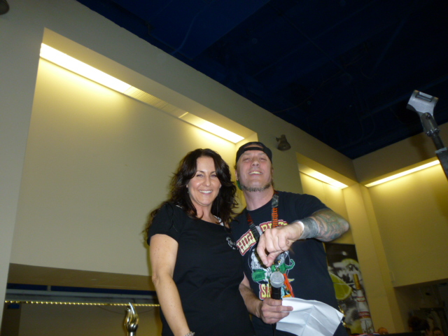 Amy of Born to Hula getting her award from Steve